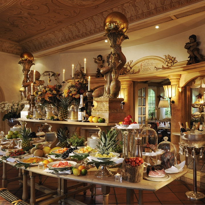 <p>GOURMET BREAKFAST</p> <p>Feast like a king</p> <p>Every Day</p>